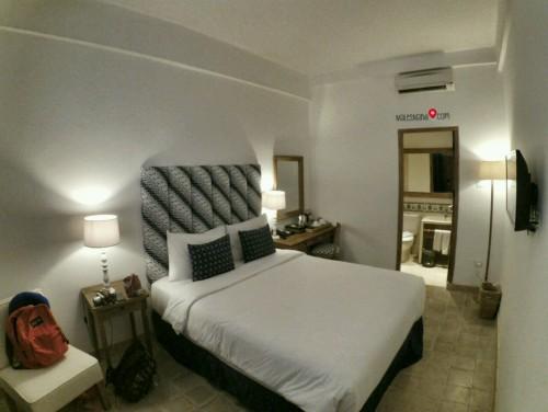 kamar hotel adhisthana
