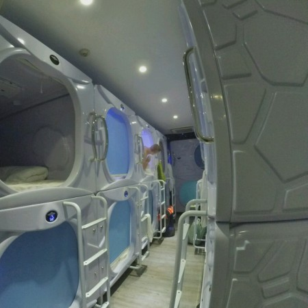 met-a-space-pod-pods