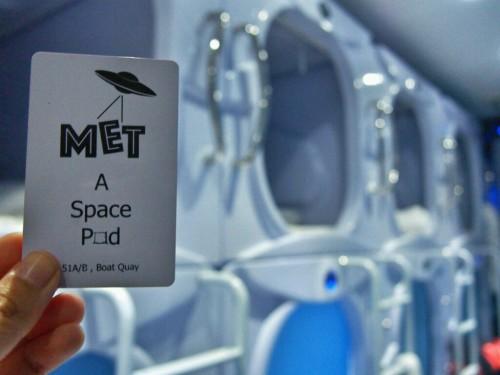 met-a-space-pod-room