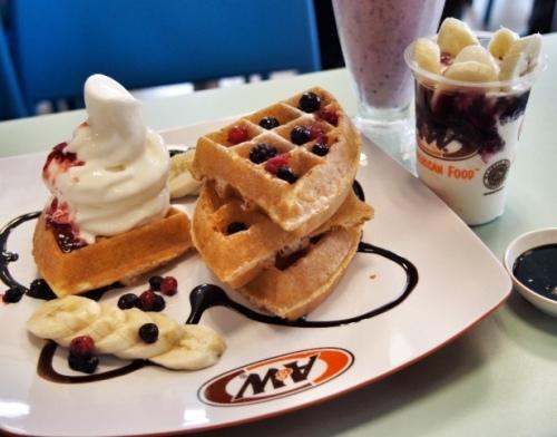 artisan-waffle-banana-berries-aw