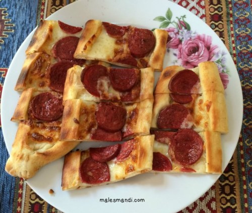 sausage-cheese-pizza
