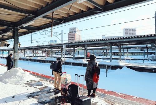 japan-train-station